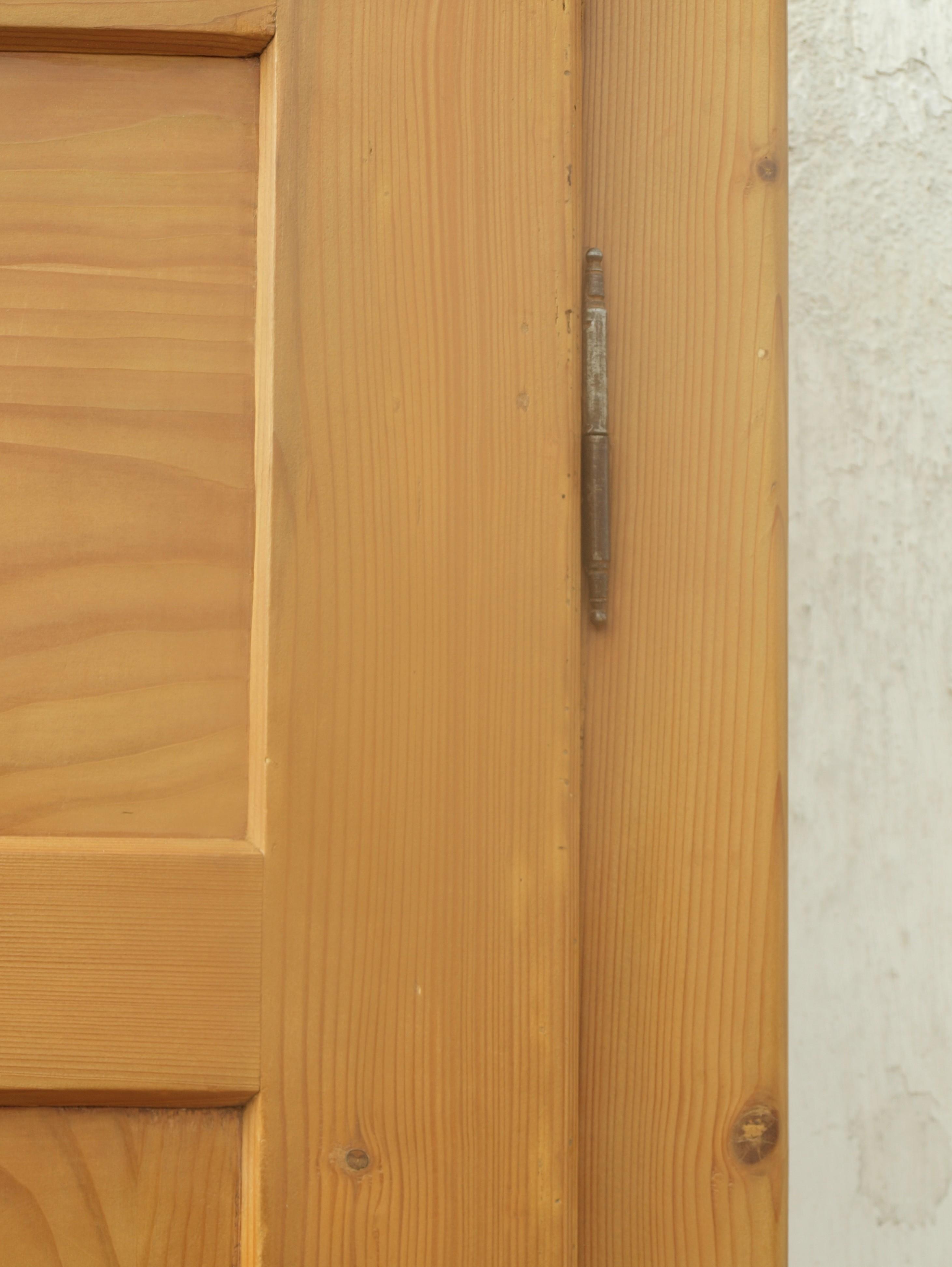 Kleiner alter schmaler fichtenschrank antiker for Kleiner küchenschrank