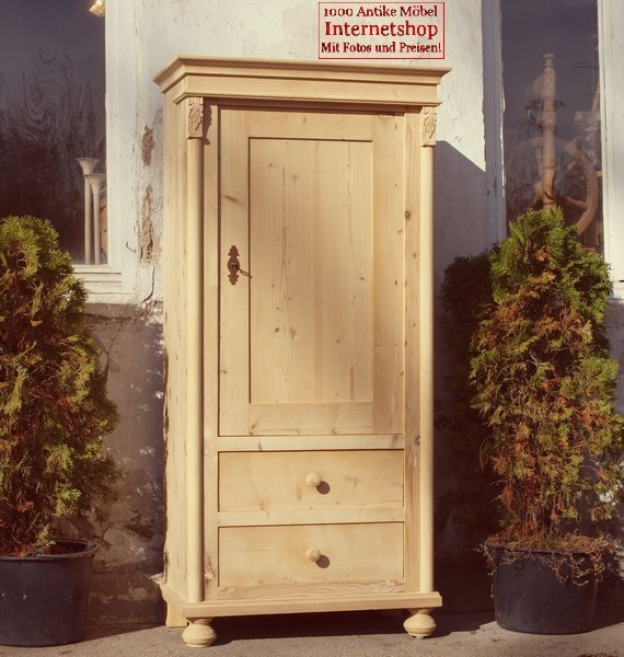 altes antikes restauriertes bauernm bel schmaler kleiner kleiderschrank massivholzm bel um. Black Bedroom Furniture Sets. Home Design Ideas