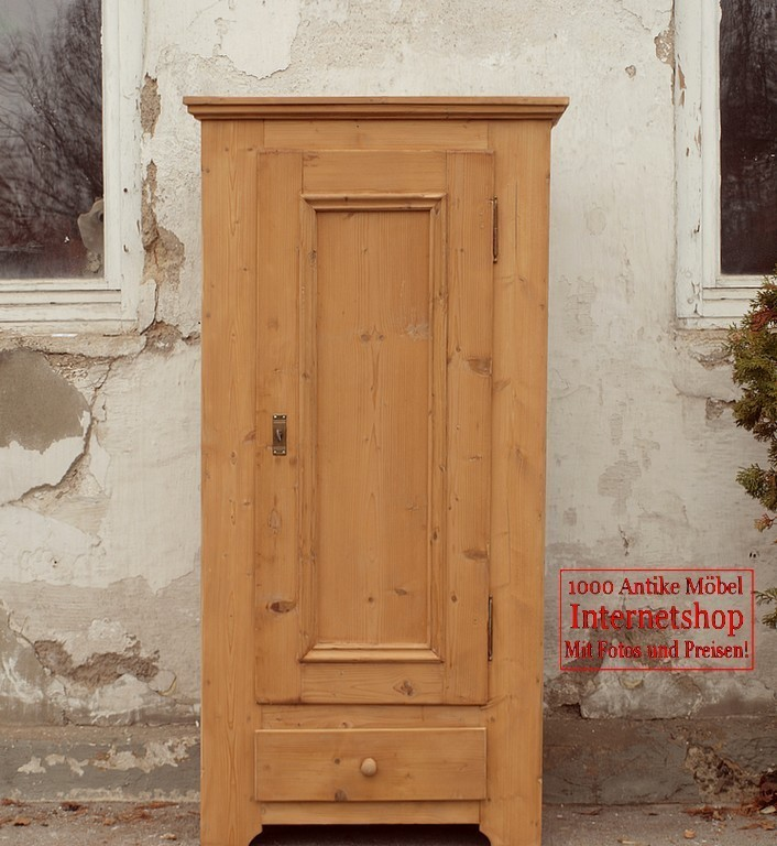 schmaler kleiner antiker kleiderschrank bauernschrank weichholzm bel alte antike bauernm bel. Black Bedroom Furniture Sets. Home Design Ideas
