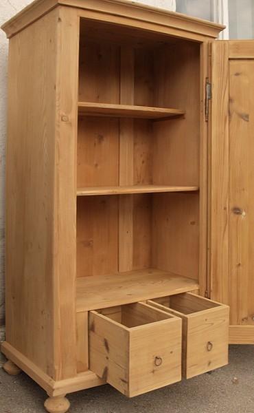 kleiner alter antiker w scheschrank kleiderschrank. Black Bedroom Furniture Sets. Home Design Ideas