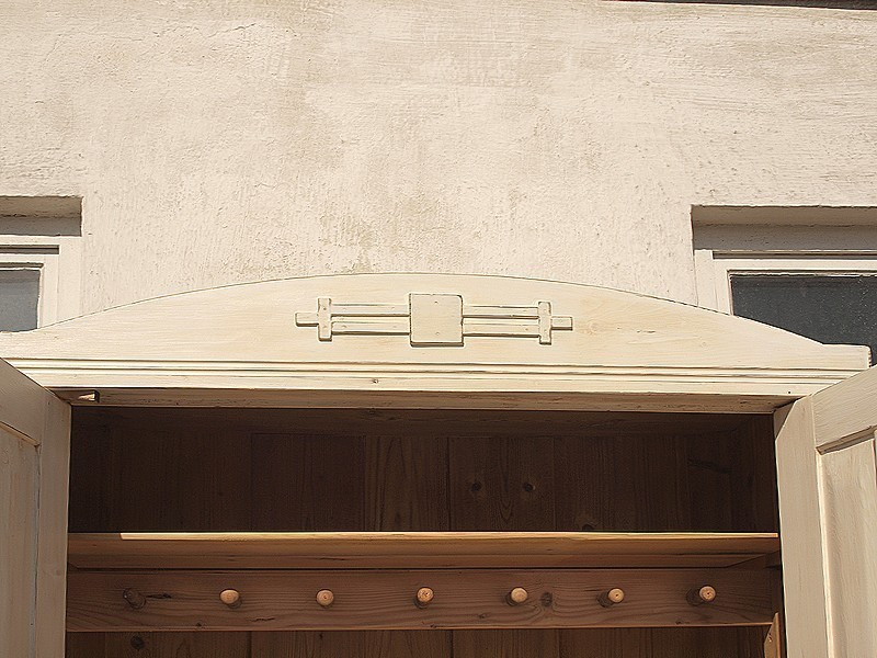antiker kleiderschrank shabby chic wei bauernm bel bauernschrank massivholzm bel fichtenholz. Black Bedroom Furniture Sets. Home Design Ideas