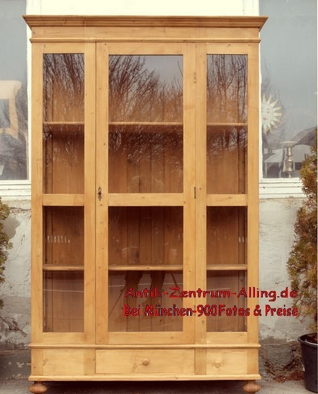 Massivholz vitrinenschrank vitrine aus fichte 3 seitig for Alte vitrinenschra nke