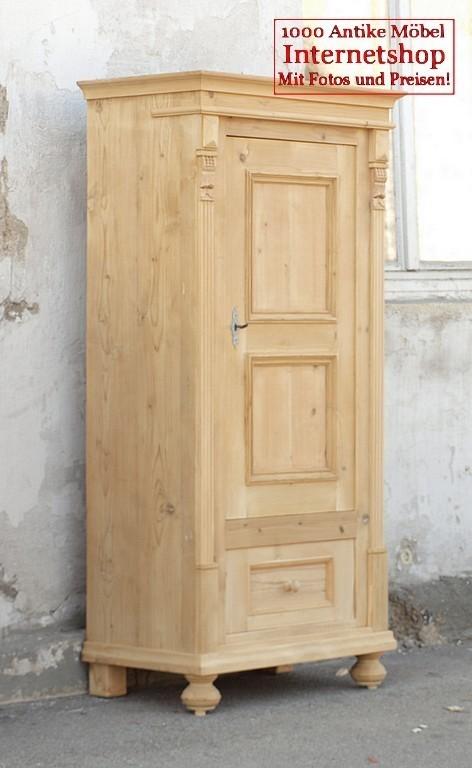 antiker kleiner bauernschrank kleiderschrank massives. Black Bedroom Furniture Sets. Home Design Ideas