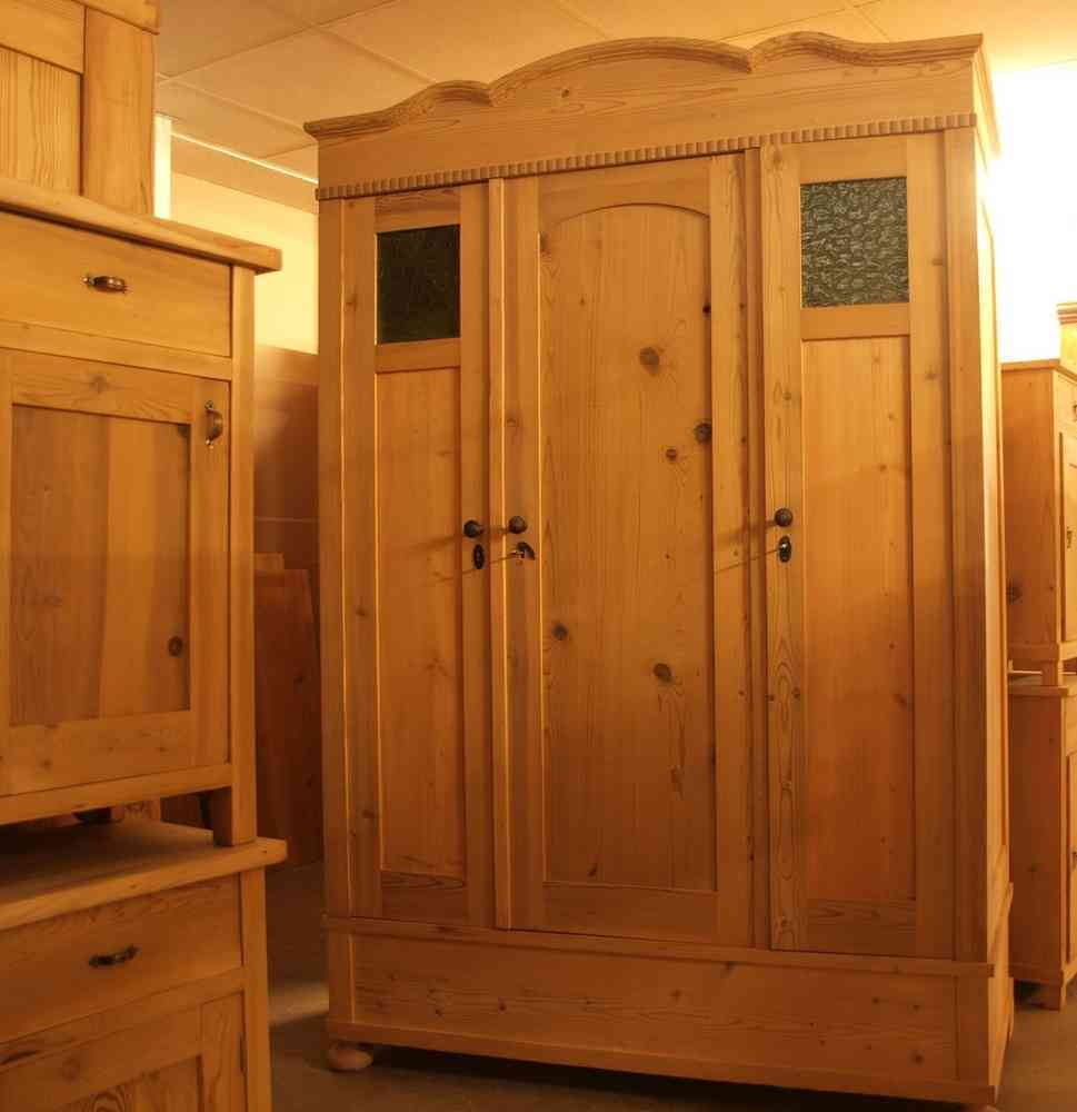 alter antiker 3 t riger kleiderschrank jugendstil. Black Bedroom Furniture Sets. Home Design Ideas