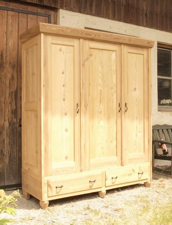 alter antiker 3 t riger kleiderschrank bauernschrank 3 t ren fichte alte antike bauernm bel. Black Bedroom Furniture Sets. Home Design Ideas