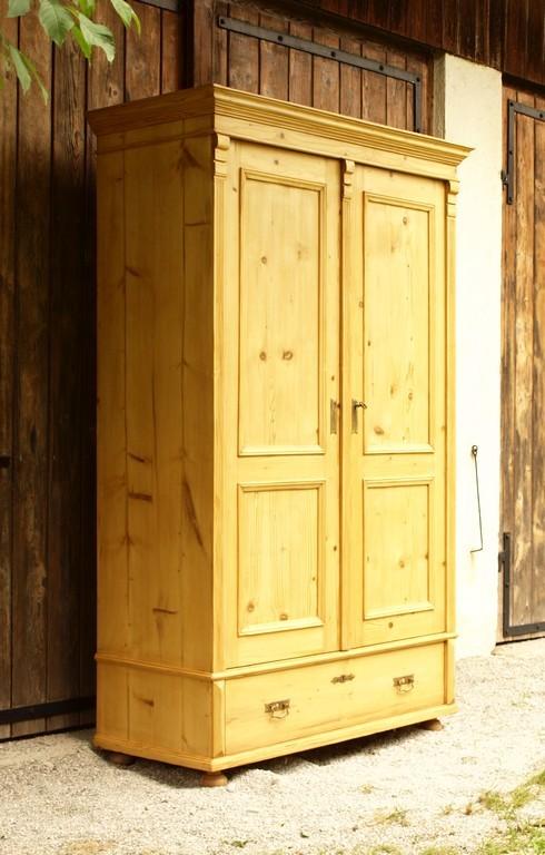 alter antiker bauernschrank kleiderschrank zweit riger fichteholzschrank alte antike. Black Bedroom Furniture Sets. Home Design Ideas