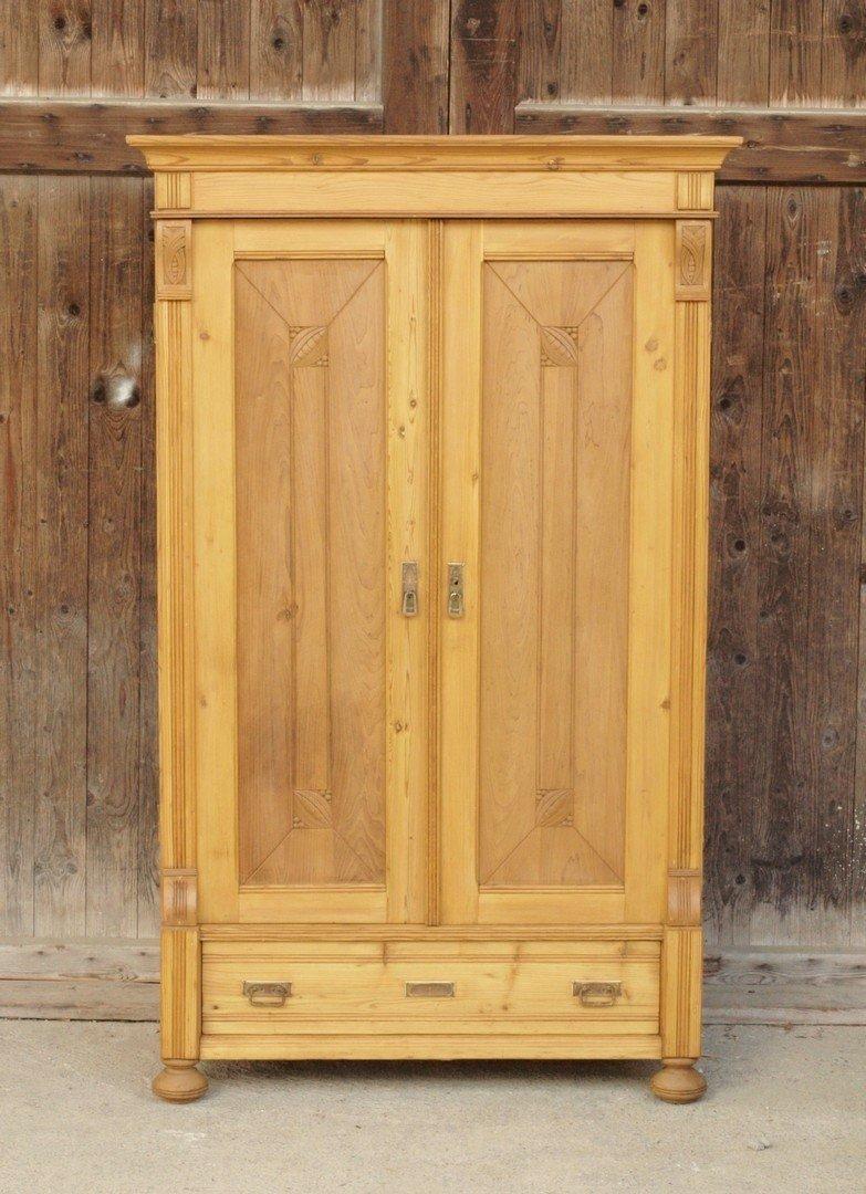 alter antiker bauernschrank mit schublade massivholz fichte alte antike bauernm bel. Black Bedroom Furniture Sets. Home Design Ideas