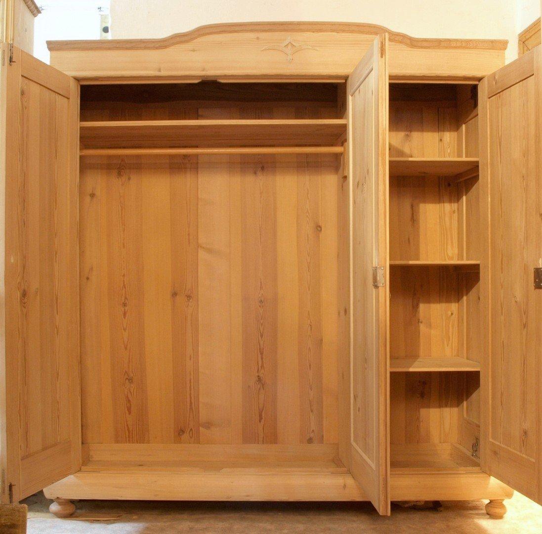 alter antiker 3 t riger kleiderschrank bauernschrank 3 t ren kiefer fichte alte antike. Black Bedroom Furniture Sets. Home Design Ideas