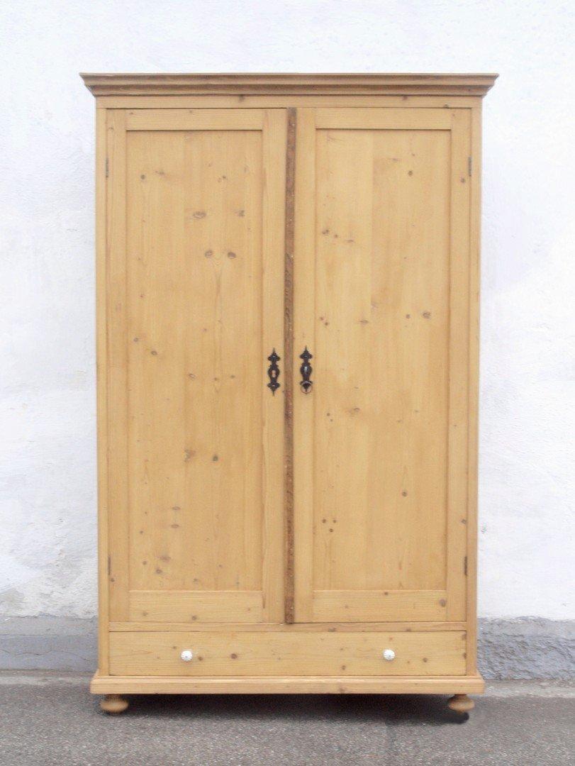 kleiderschr nke bauernm bel antiker schrank. Black Bedroom Furniture Sets. Home Design Ideas