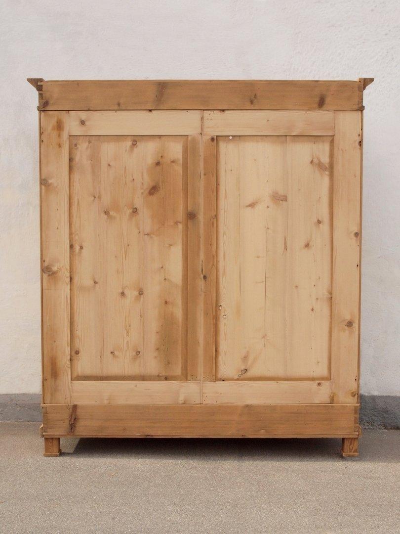 alter antiker gro er kleiderschrank bauernschrank. Black Bedroom Furniture Sets. Home Design Ideas
