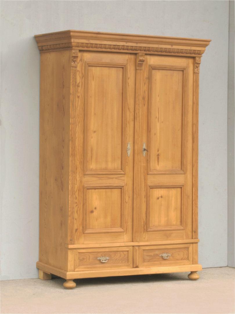 alter antiker restaurierter zweit riger kleiderschrank katalog. Black Bedroom Furniture Sets. Home Design Ideas