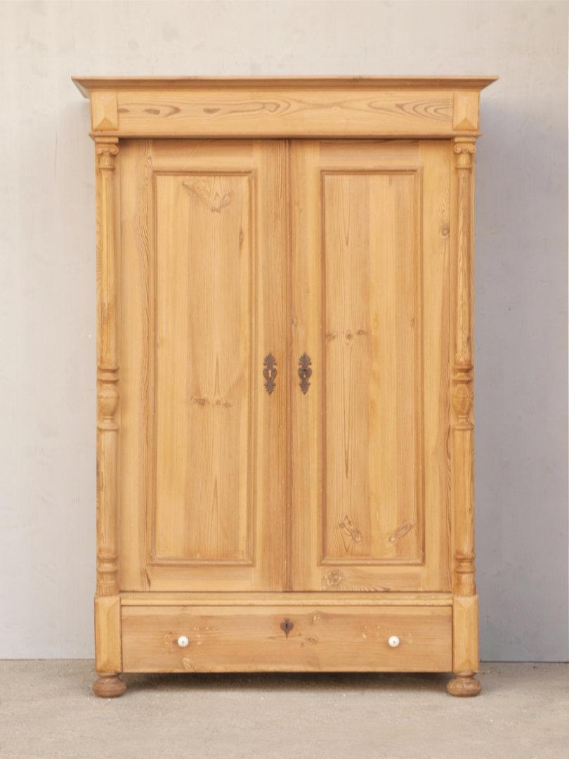 alter antiker zerlegbarer gr nderzeit kleiderschrank katalog. Black Bedroom Furniture Sets. Home Design Ideas