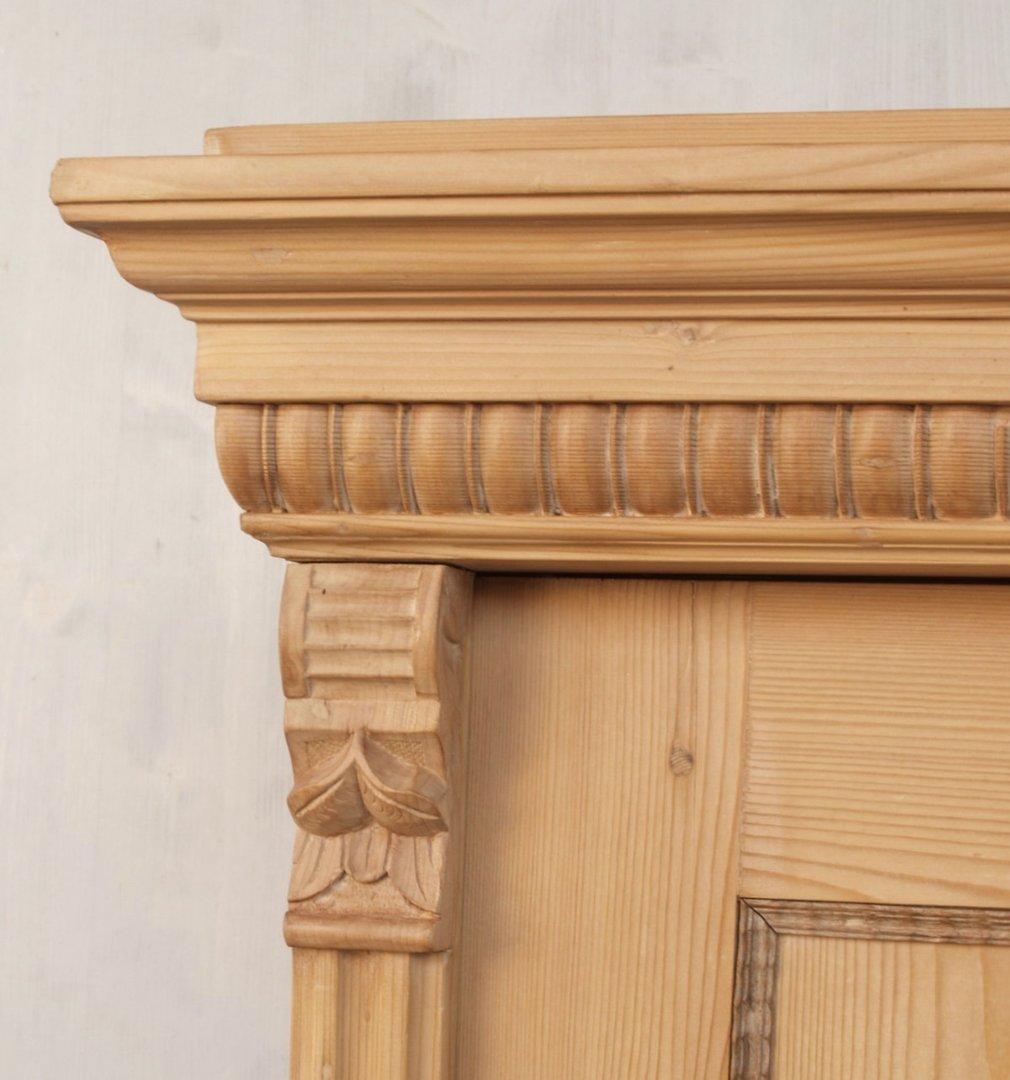 alter antiker bauernschrank aus massivem kiefernholz katalog. Black Bedroom Furniture Sets. Home Design Ideas