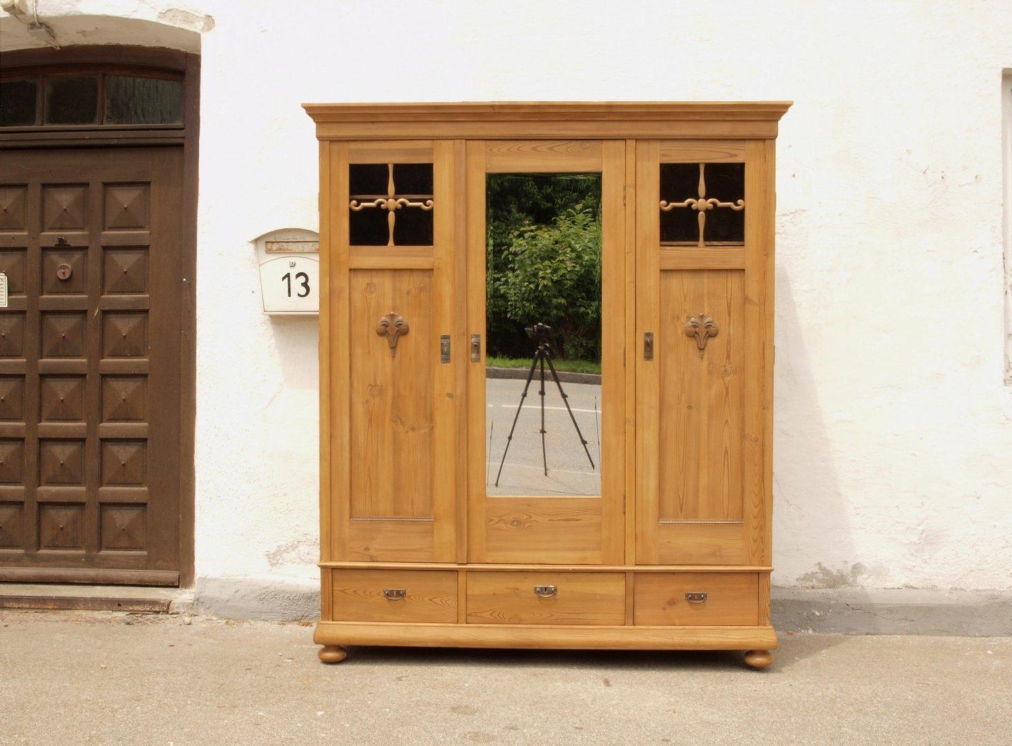 Antiker Alter Großer 3 Türiger Kleiderschrank Massivholz