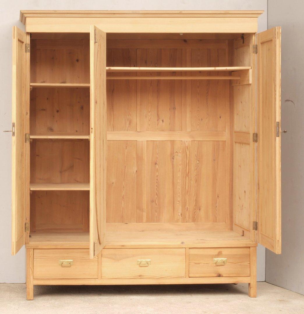 alter antiker 3 t riger kleiderschrank bauernschrank katalog. Black Bedroom Furniture Sets. Home Design Ideas